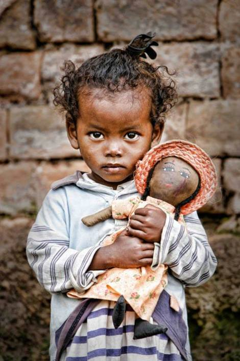 Madagascar © UNICEF/Pirozzi A girl holds a doll in a poor neighbourhood in Antananarivo